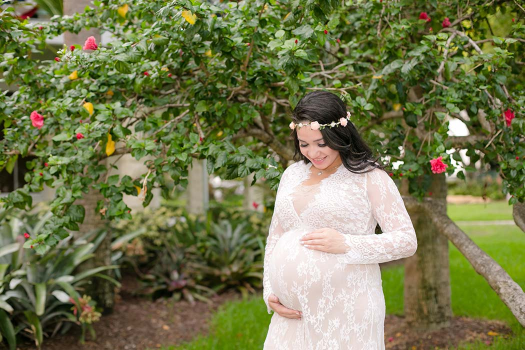 unique maternity posing ideas for photography