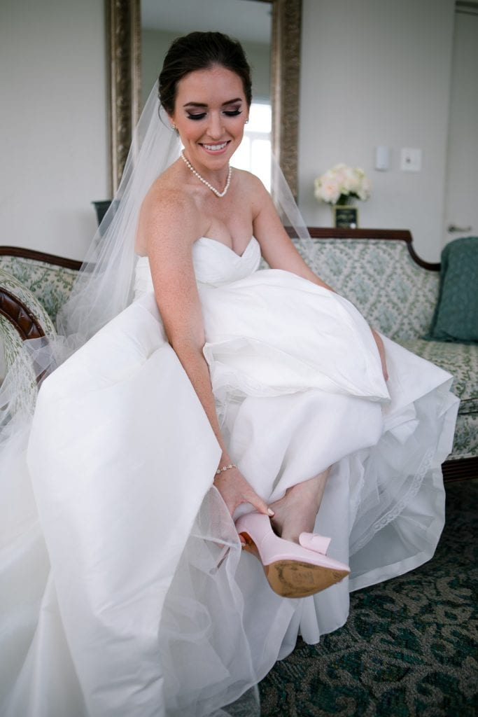 bride getting ready at the mansion at tuckahoe
