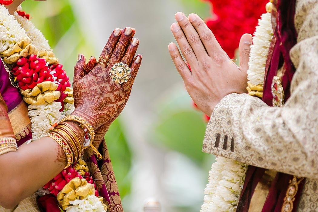 beautiful indian wedding henna with gold jewelry