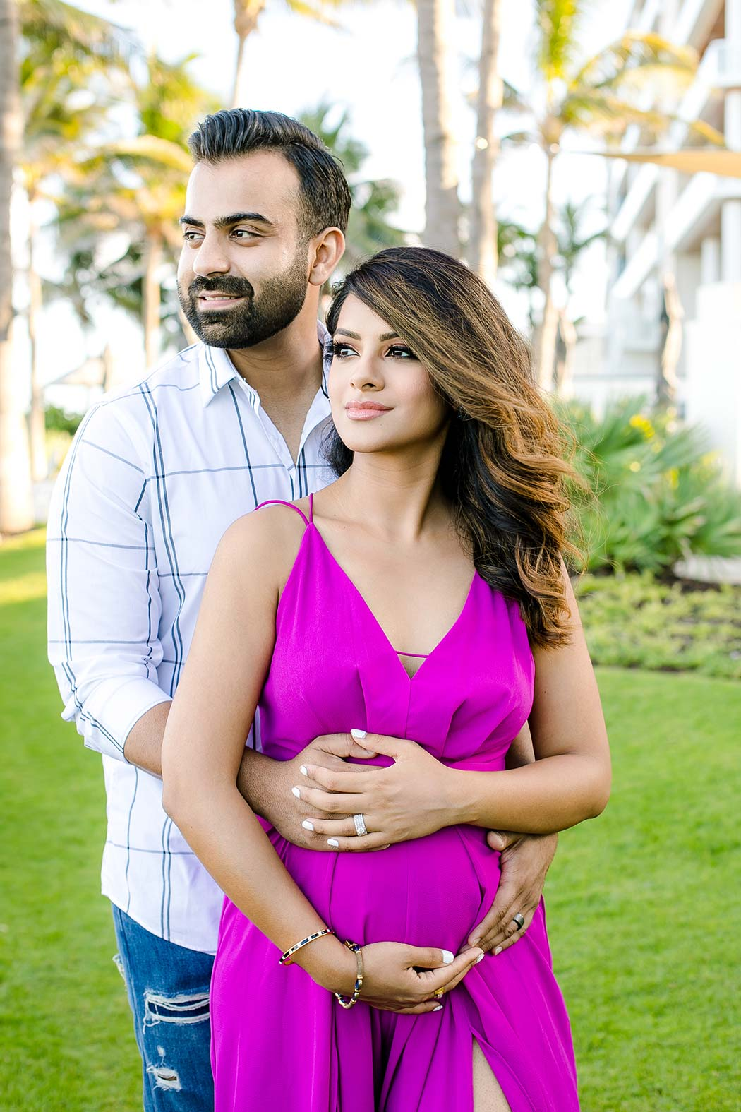 unique posing idea for maternity photoshoot with couple   fort lauderdale maternity photographer