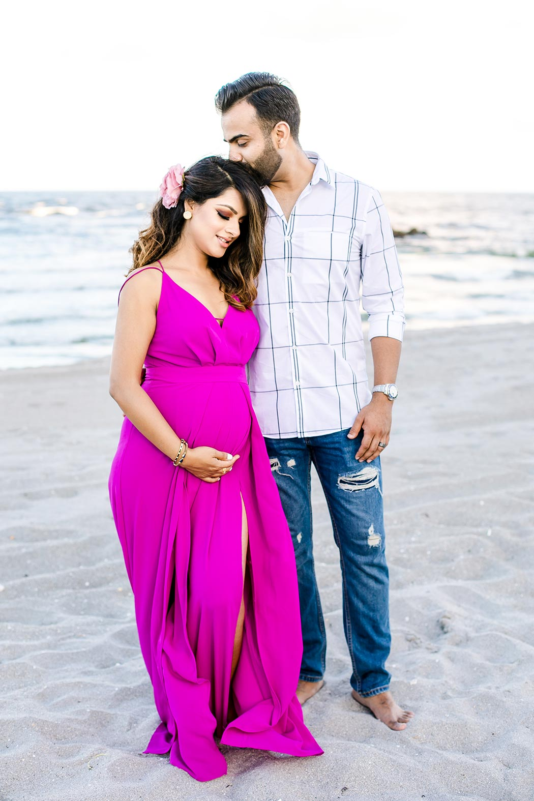 beach sunset maternity photoshoot with couple   fort lauderdale maternity photographer