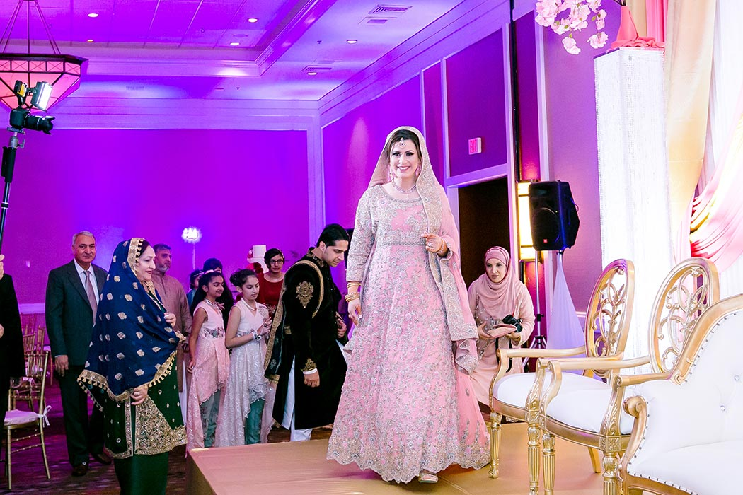 traditional indian bride photograph on stage of her wedding reception | indian wedding photographer fort lauderdale
