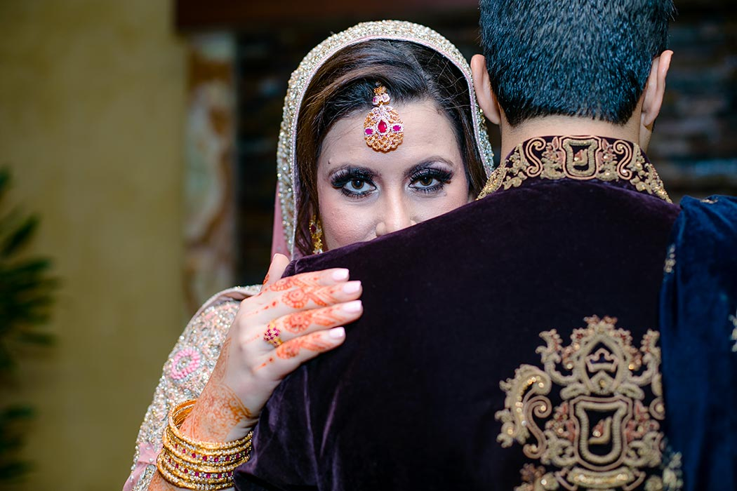 traditional and famous poses for indian bride and groom on wedding day