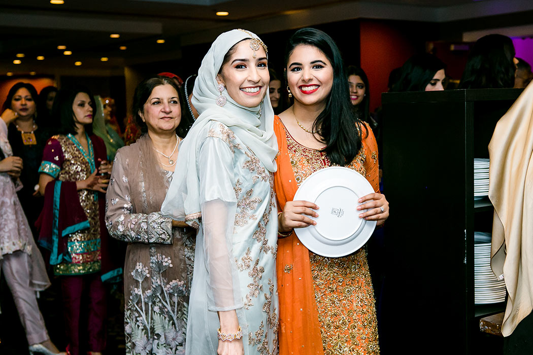 young muslim indian girls are wedding reception in south florida | indian wedding photographer