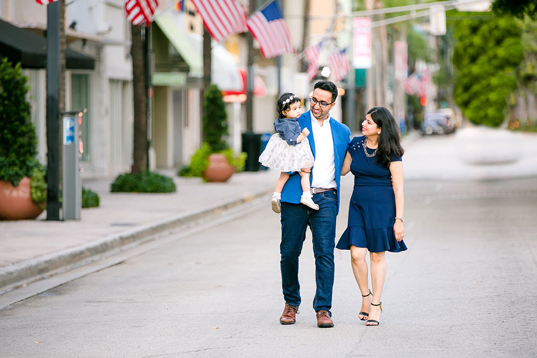 family photography | walking down las olas boulevard fort lauderdale for family photoshoot